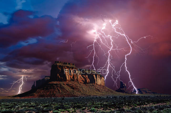 Omposition of a lightning storm near Eagle Mesa in Monument Valley Arizona, сша — стоковое фото