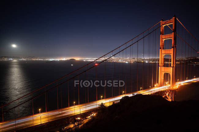 Cars driving across Golden Gate Bridge at Night, San Francisco, California, United States — Stock Photo