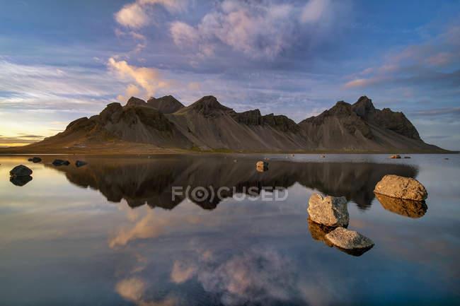 Scenic view of Mountain landscape, Vestrahorn, Stokksnes, Southeastern Iceland — Stock Photo