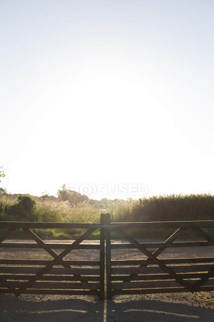 Scenic view of Closed gate at sunrise, Cotswolds, United Kingdom — Stock Photo
