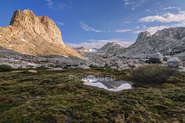 Mount Mcadie Reflexion in der Gehrung Becken, Sequoia National Park, Kalifornien, Amerika, Usa — Stockfoto