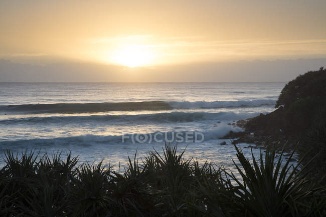 Vue panoramique sur la plage Sunset, Burleigh Heads, Gold Coast, Queensland, Australie — Photo de stock