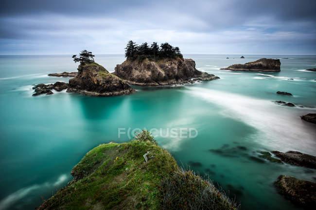 Malerischer Blick auf die küstennahe Insellandschaft, samuel h. boardman state park, oregon, amerika, usa — Stockfoto