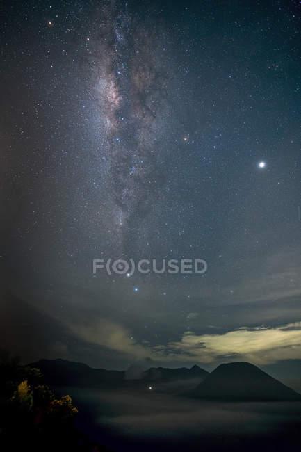 Scenic view of Bromo Tengger Semeru National Park at night, East Java, Indonesia — Stock Photo