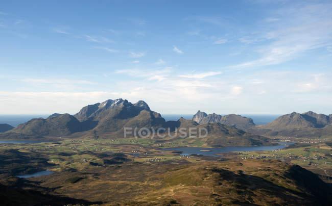 Vista desde la cima del Monte Blatind en Flakstadoy, Lofoten, Nordland, Noruega - foto de stock