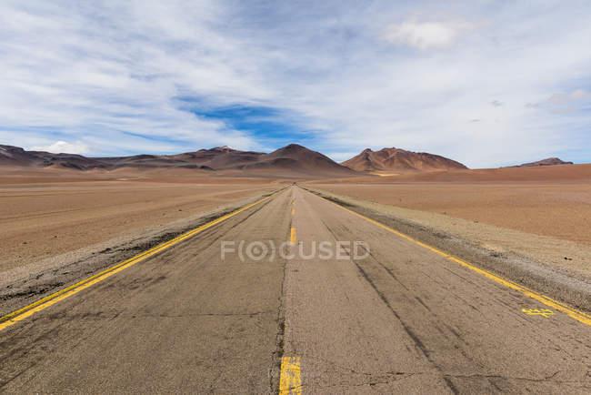 Road through Mountain landscape, San Pedro de Atacama, Antofagasta, Chile — Stock Photo