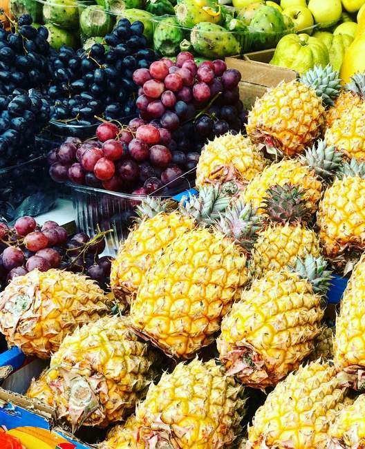 Close-up view of fruits in a street market — Stock Photo