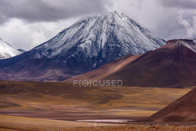 Живописный вид на горный пейзаж, Socaire, El Loa, Антофагаста, Чили — стоковое фото