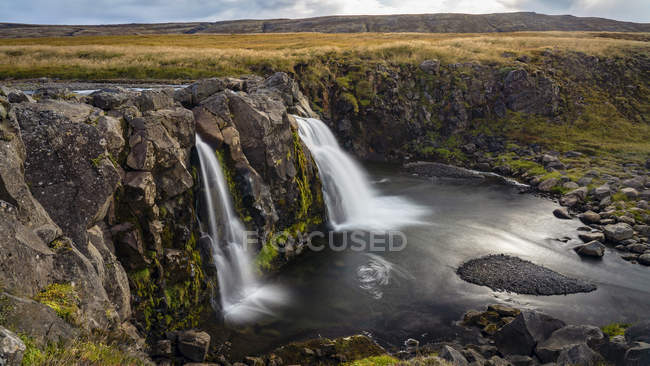 Scenic view of Waterfall in Thingvellir National Park, Southwestern Iceland — Stock Photo