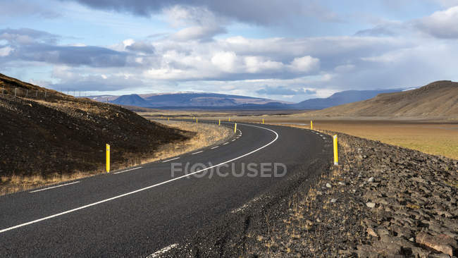 Scenic view of Winding Road in Thingvellir National Park, Iceland — Stockfoto
