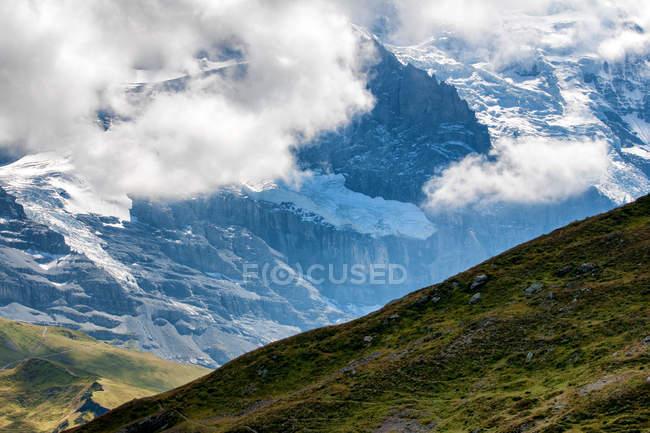 Vista panorámica de la cara norte de la montaña Eiger, Grindelwald, Berna, Suiza - foto de stock
