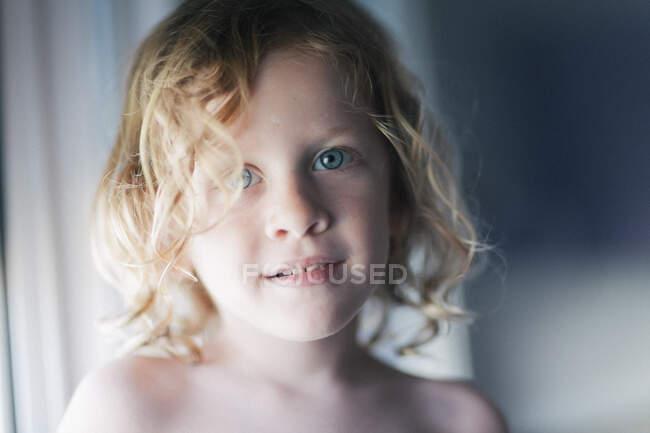 Portrait of a smiling boy — Stock Photo