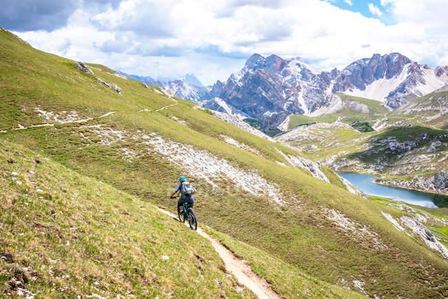 Woman mountain biking, Fanes-Sennes-Braies National Park, Dolomites, Trentino, South Tyrol, Italy — Stock Photo