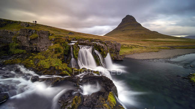 Scenic view of Sunrise at Kirkjufellsfoss, Grundarfjordur, West Iceland — Stock Photo