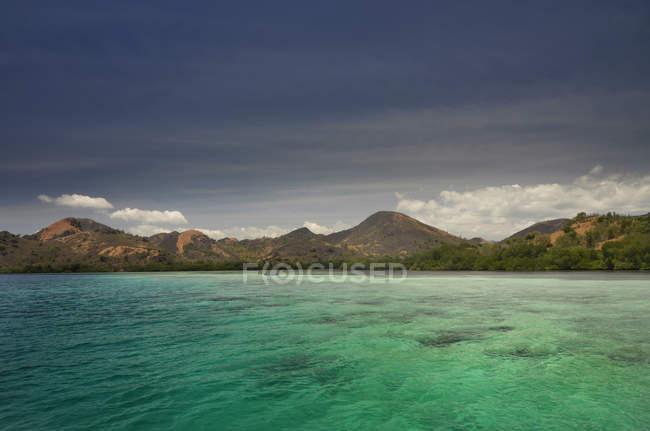 Vista panorámica de Labuan Bajo, Flores, Indonesia - foto de stock