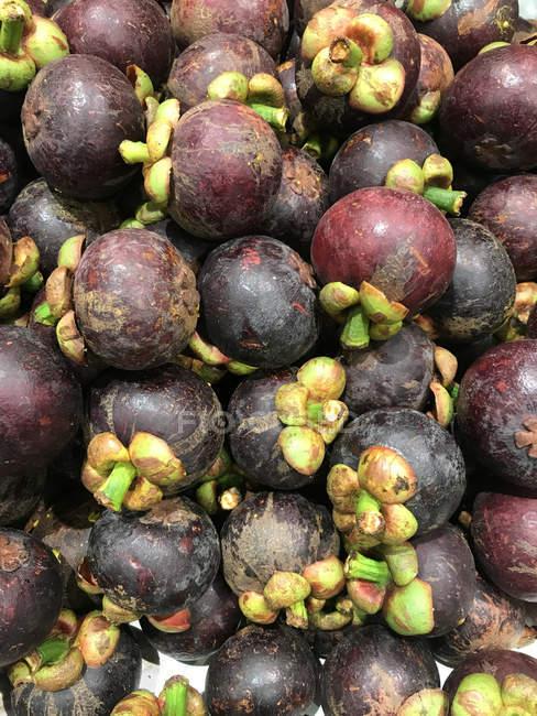 Вид крупным планом свежих фруктов мангостина — стоковое фото