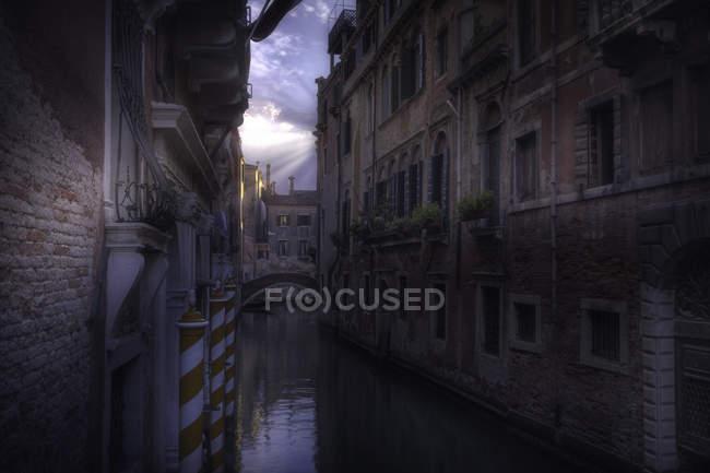 Vue panoramique sur les chemins vénitiens 97, venise — Photo de stock
