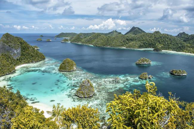 Vista dall'isola Wayag, Raja Ampat, Papua occidentale, Indonesia — Foto stock