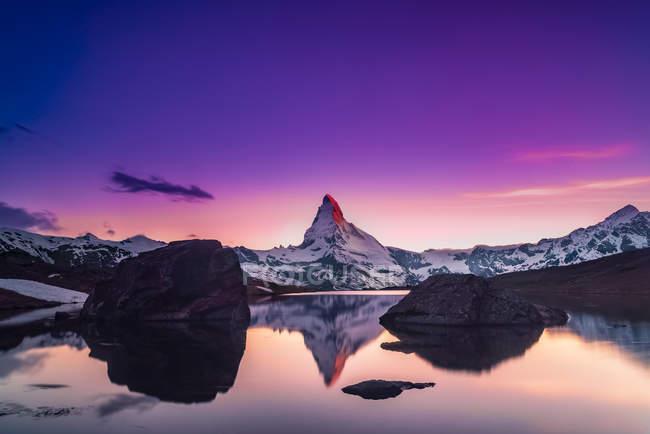 Scenic view of Matterhorn landscape at sunset, Switzerland — Stock Photo