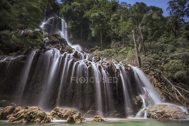 Herrliche Sicht auf Lapopu Wasserfall, Sumba, Ost-Nusa Tenggara, Indonesien — Stockfoto