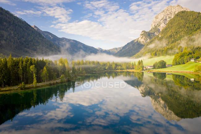 Herrliche Sicht auf See Hintersee, Ramsau, Berchtesgaden, Bayern, Deutschland — Stockfoto