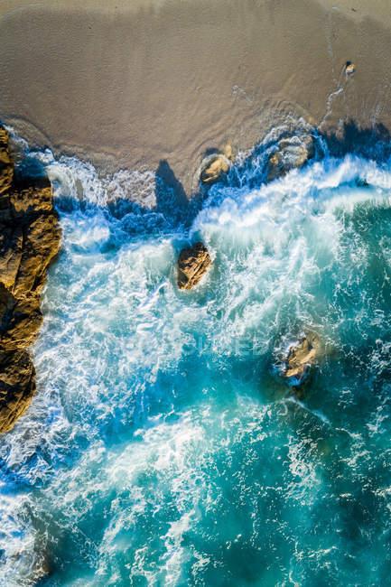 Luftaufnahme von einem leeren Strand in der Nähe von Lumio, Korsika, Frankreich — Stockfoto