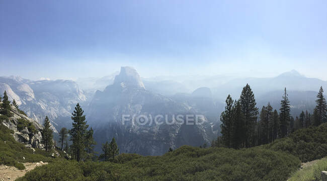 Half Dome, Yosemite National Park, Mariposa county, California, USA — Stock Photo