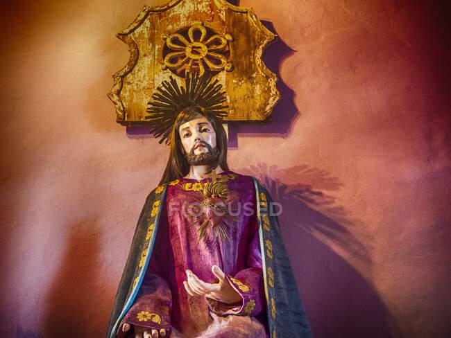 Estatua de Jesús en una capilla, Lanzarote, Islas Canarias, España - foto de stock