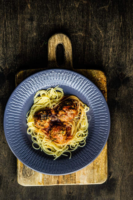 Spaghetti with chicken and tomato sauce — Stock Photo