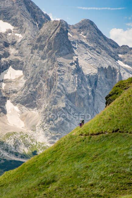 Man and woman mountain biking in the Dolomites, Val Gardena, South Tyrol, Italy — Stock Photo