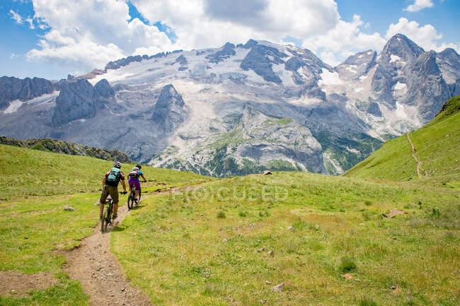 Mountainbiken in den Dolomiten, Gröden, Südtirol, Italien — Stockfoto