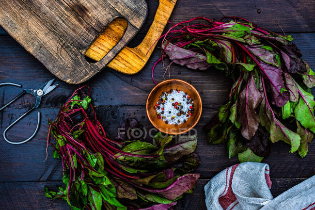 Fresh organic raw beetroot leaves on wooden table as a healthy food cooking concept — Stock Photo
