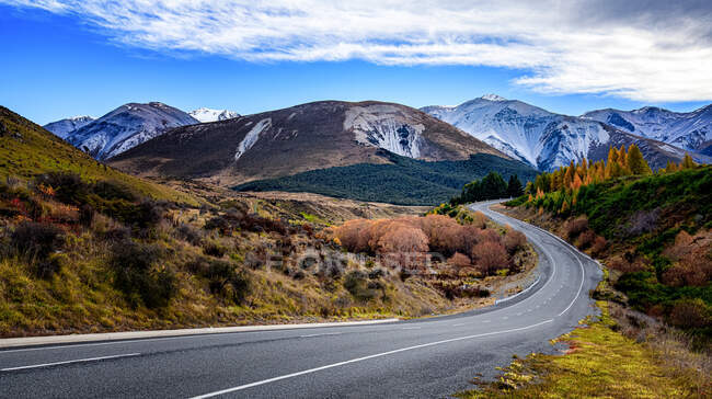 Road through rural landscape, South Island, New Zealand — Stock Photo