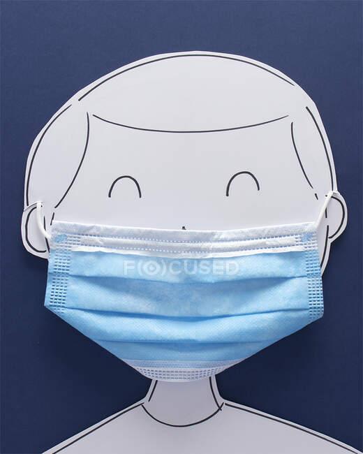 Homem conceitual usando uma máscara facial — Fotografia de Stock