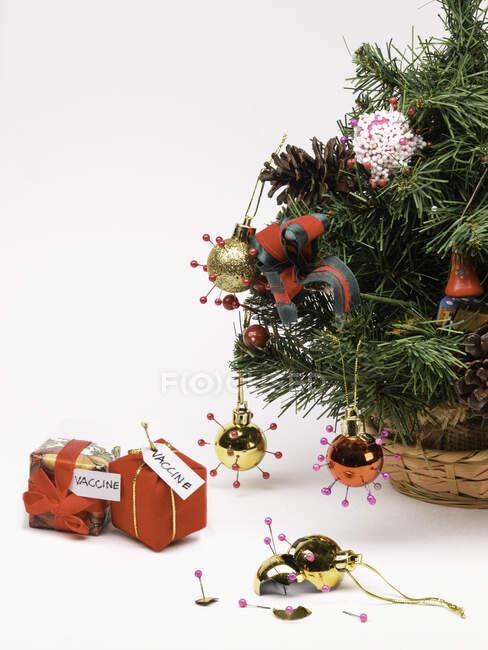 Concepto de vacuna COVID de Navidad - foto de stock