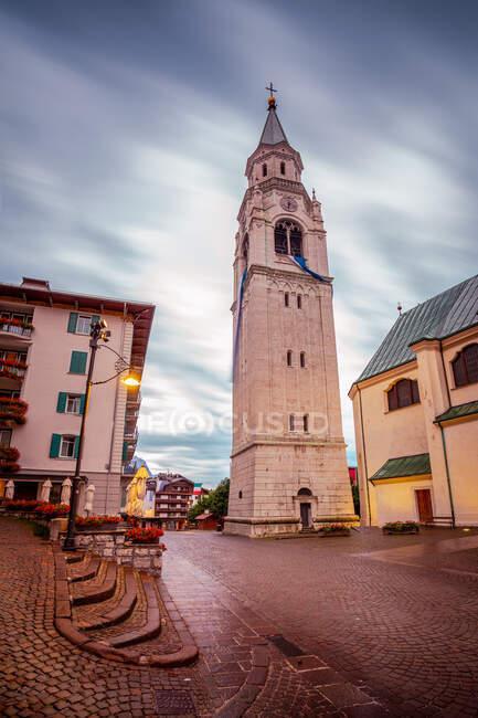 Townscape, Cortina D 'Ampezzo, Belluno, Italia - foto de stock