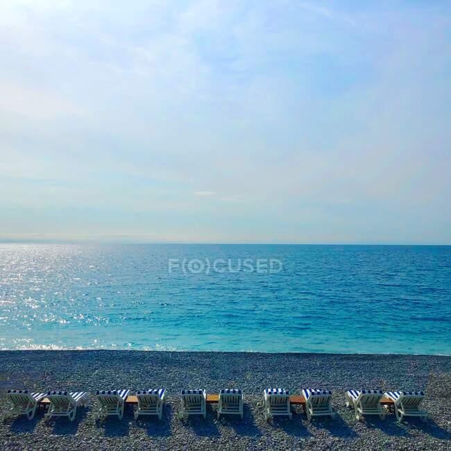 Sdraio sulla spiaggia, Nizza, Alpes-Maritimes, Francia — Foto stock
