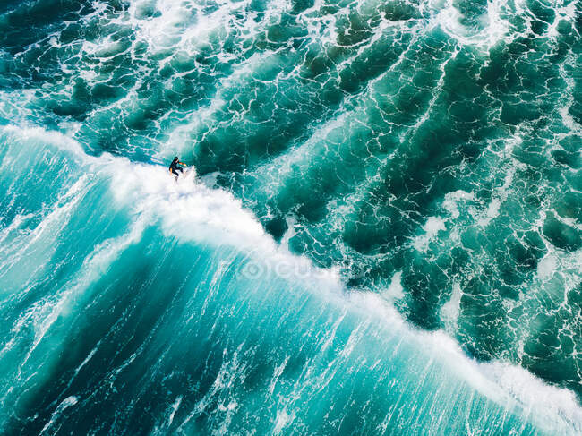 Aerial view of a surfer on the crest of  a wave, Barwon Heads, Bellarine Peninsula, Victoria, Australia — Stock Photo