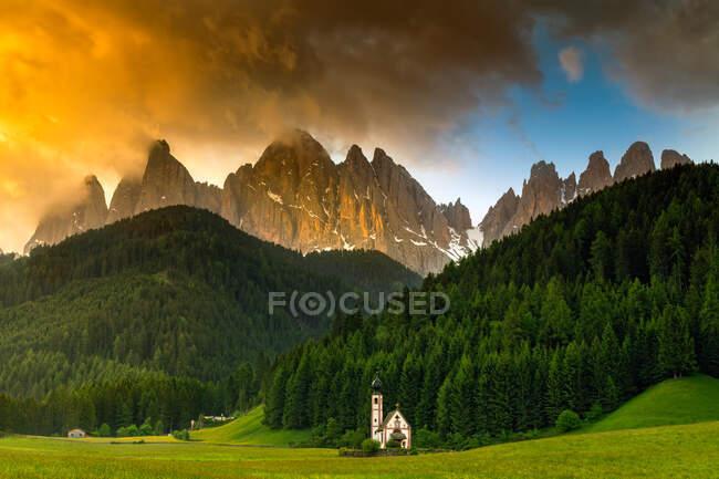 Church of Santa Maddelena, Val di Funes, South Tyrol, Italy — Stock Photo