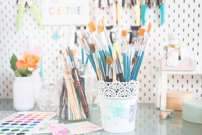 Art and craft supplies on a table — Stock Photo