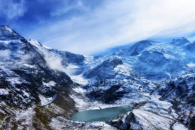 Alpine lake in mountain landscape, Stein Glacier, Berne, Switzerland — Stock Photo