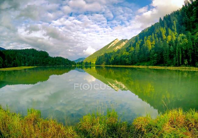 Альпійський гірський ландшафт, Оберсі, Гларус, Швейцарія. — стокове фото