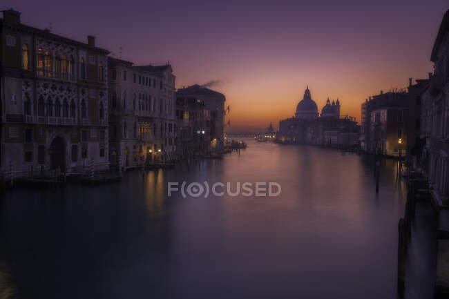 Cityscape with Grand Canal and Santa Maria della Salute church, Venice, Veneto, Italy — Stock Photo