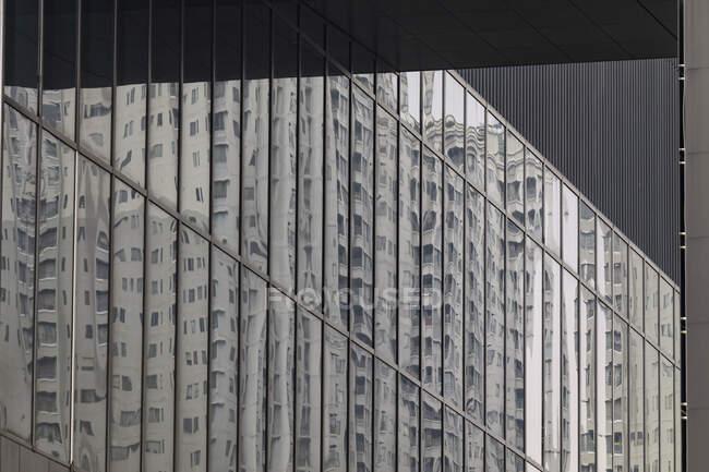 Хмарочоси у вікнах (Індонезія). — стокове фото