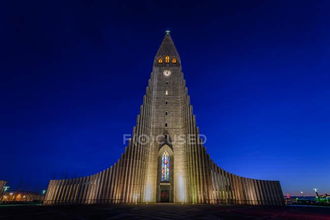 Hallgrimskirkja, Reykjavik, Islândia à noite — Fotografia de Stock