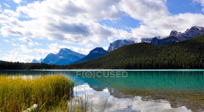 Bow Lake and Rocky Mountains, Banff National Park, Alberta, Canada — Stock Photo