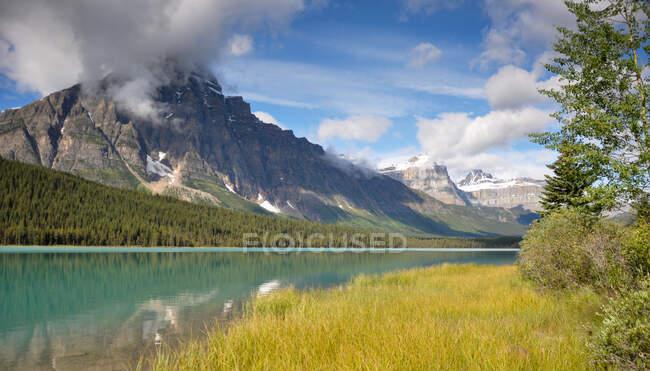Paisaje de montaña, Montañas Rocosas, Canadá - foto de stock