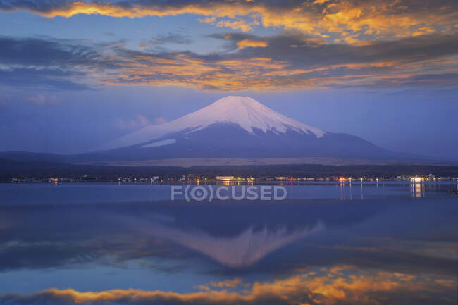 Mt Fuji at sunset, Honshu, Japan — Stock Photo