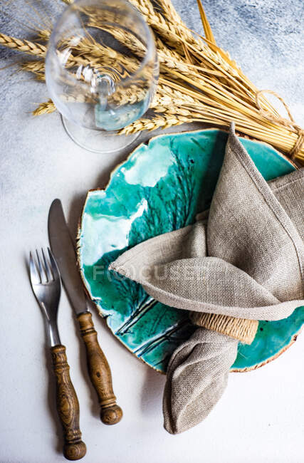 Rustic place setting on a table with wheat decoration — Stock Photo