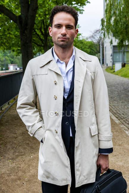 Porträt eines Geschäftsmannes, Berlin, Deutschland — Stockfoto
